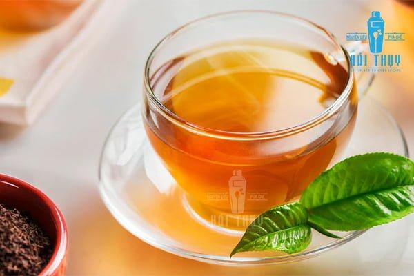 Ly hồng trà thơm ngon